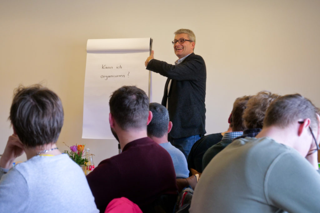 Professor Nicolas Giegler zum Thema Arbeitsorganisation